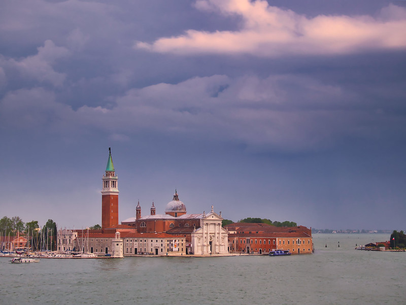 Venise en noir et blanc + Ajouts couleur 48161477856_f62aecf098_c