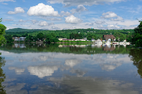 landscape water reflectioninwater mirrorreflection reflection river hudsonriver cloud lansingburgh peeblesislandstatepark saratogacounty rensselaercounty capitaldistrict newyork mohawkhudsonindustrialgateway color outdoor waterford pentax pentaxart kp kmount hdpentaxda1685mmlens