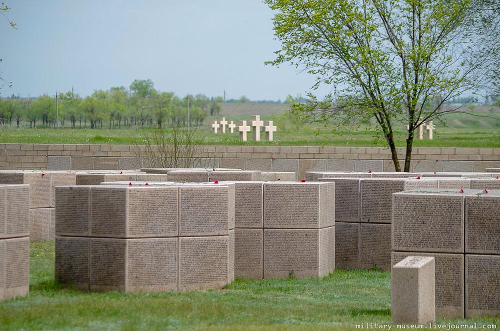 Военно-мемориальное кладбище Россошки под Волгоградом-66