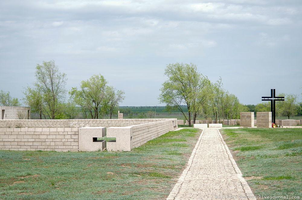 Военно-мемориальное кладбище Россошки под Волгоградом-44