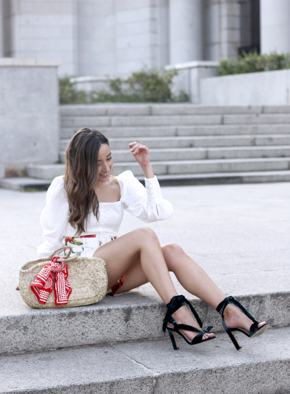 floral print shorts linnen top suede heels street style summer outfit 201912