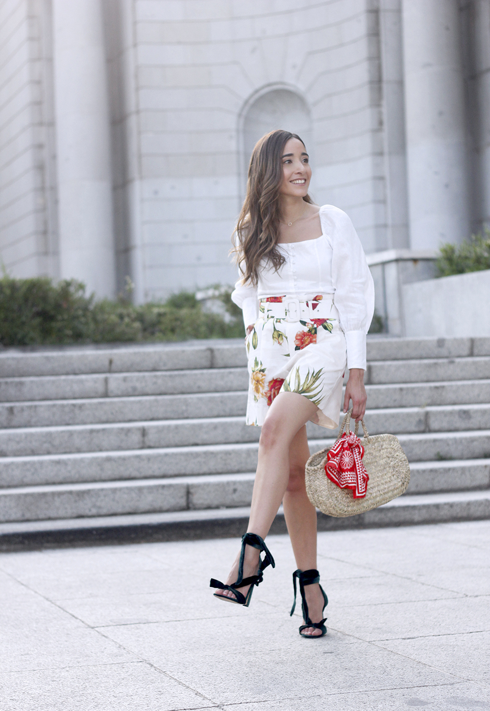 floral print shorts linnen top suede heels street style summer outfit 20198