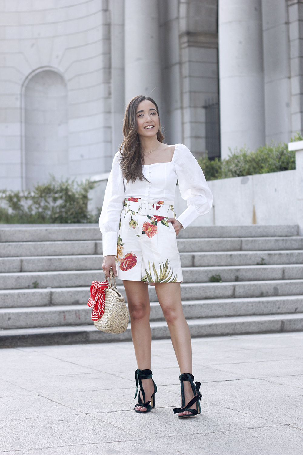 floral print shorts linnen top suede heels street style summer outfit 20194