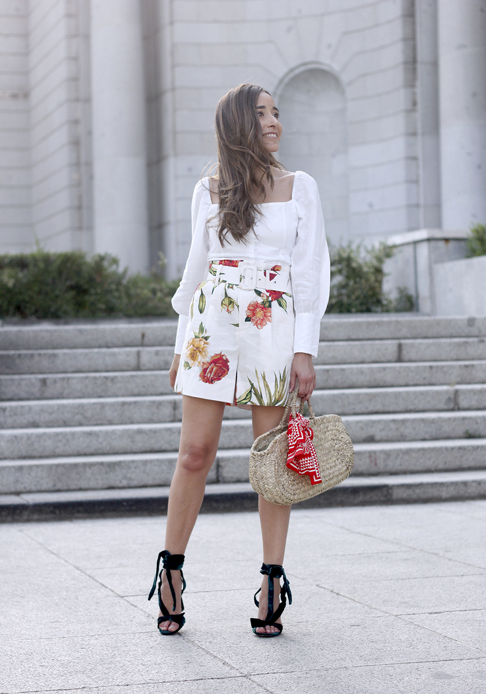 floral print shorts linnen top suede heels street style summer outfit 20199