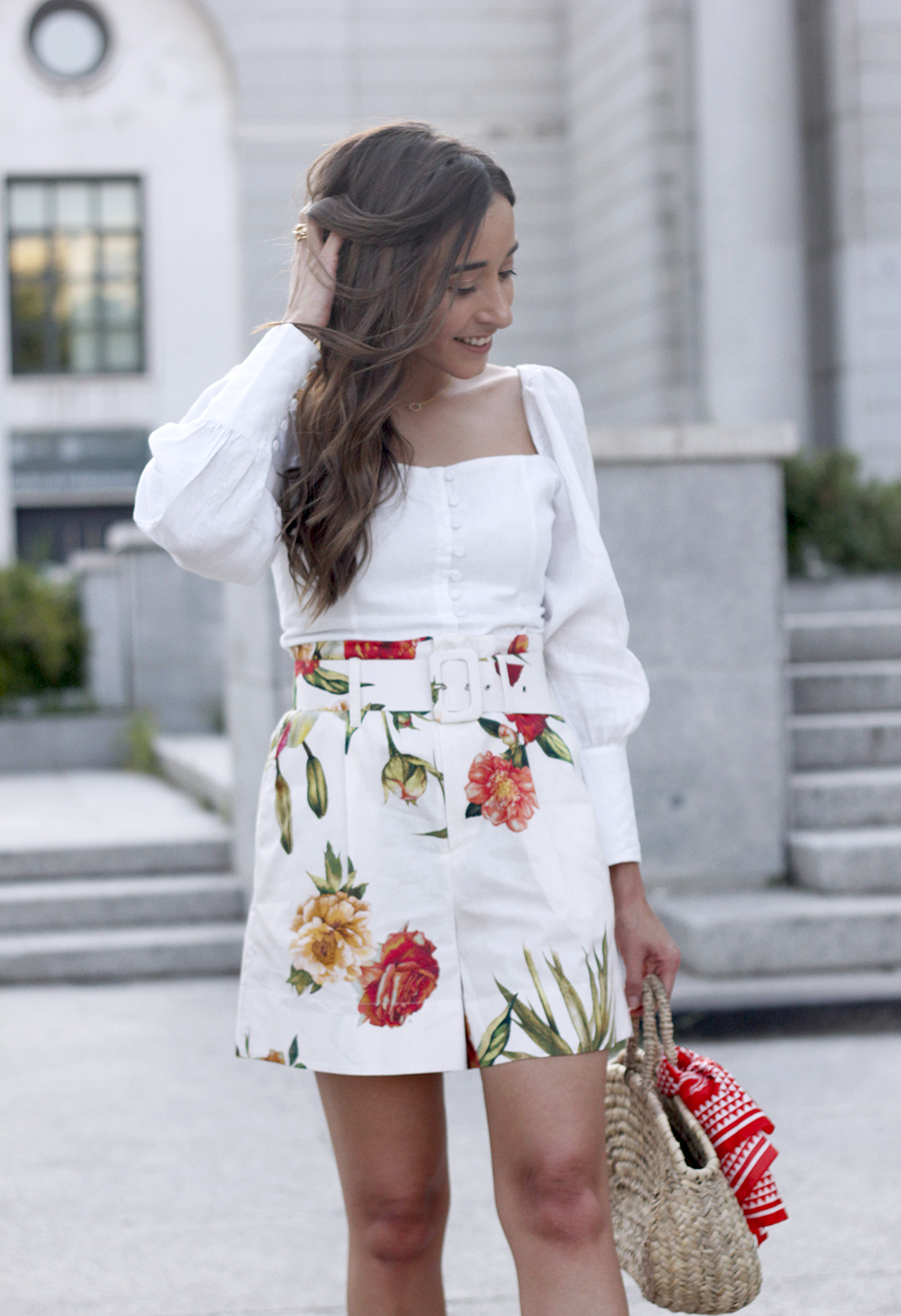 floral print shorts linnen top suede heels street style summer outfit 20192
