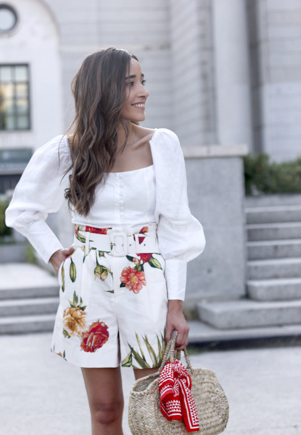 floral print shorts linnen top suede heels street style summer outfit 20191
