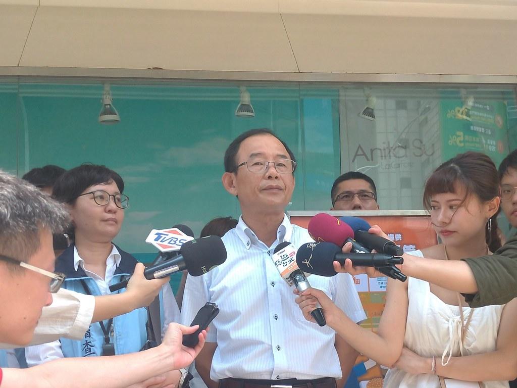 台北市環保局副局長陳沼舟說,希望未來只會在博物館裡面看到塑膠吸管。孫文臨攝