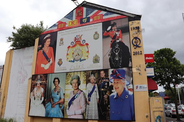 Belfast mural reina inglaterra
