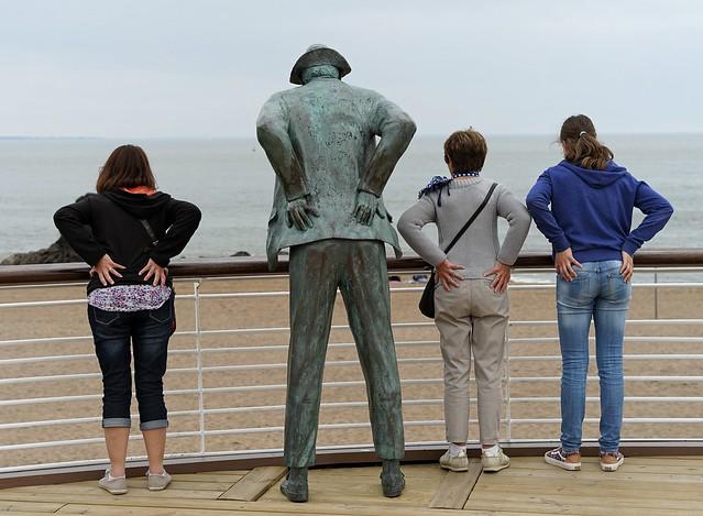 Mimétismes. en vacances en famille (que j'ai faite poser) avec Mr Hulot. Saint Marc sur Mer, Saint Nazaire. 44 F