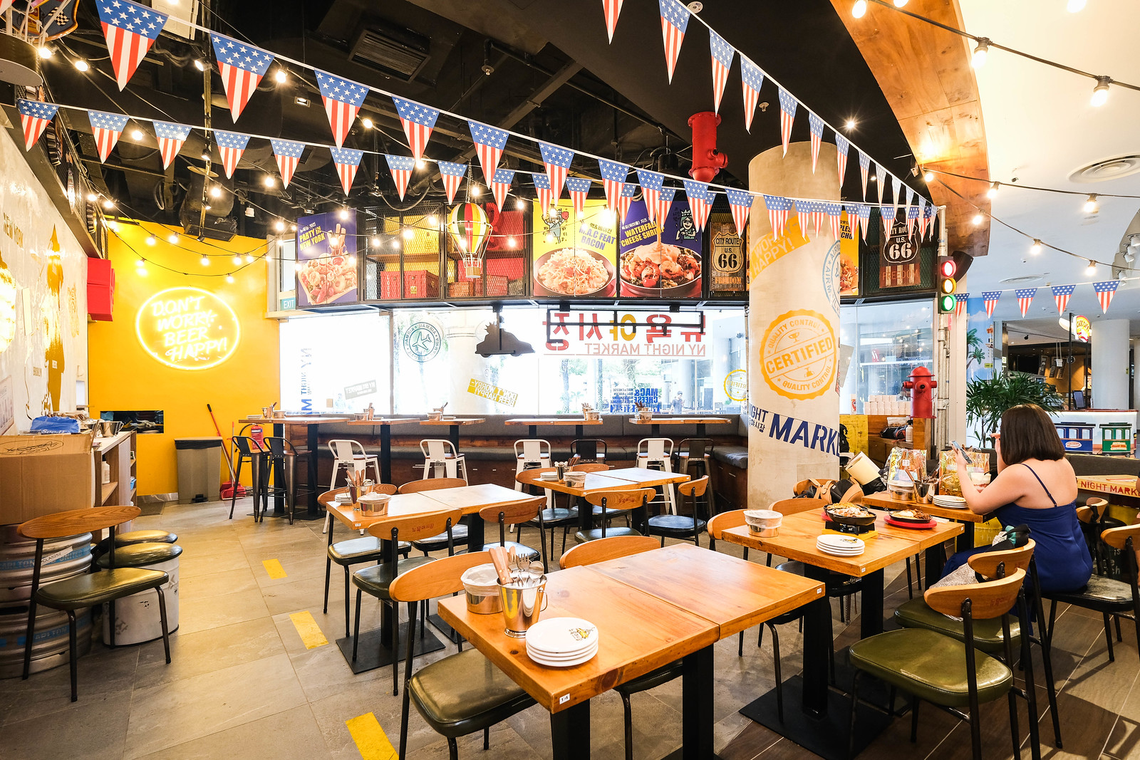 NY Night Market is a Korean-American restaurant in Singapore.
