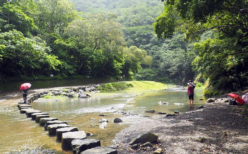 雙流森林遊樂區災後重建,園區內的溪流深受遊客喜愛。攝影:李育琴