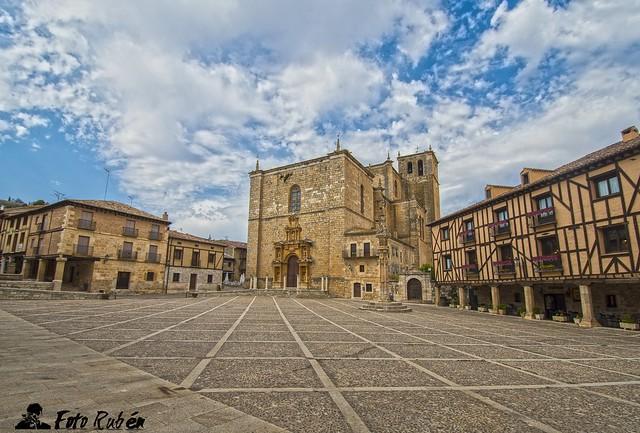 Plaza de Peñaranda de Duero (Burgos). Peñaranda de Duero square (Burgos, Spain)