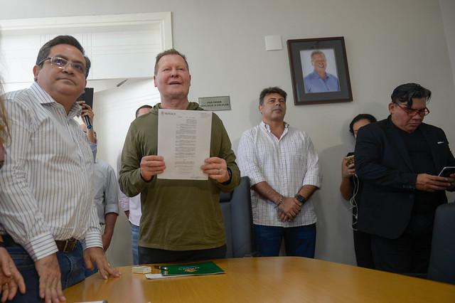 01.07.19 Prefeito Arthur assina decreto para redução de gastos na prefeitura