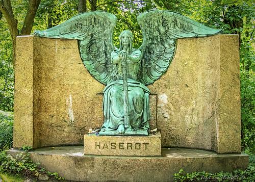 cemetery lakeviewcemetery haserotangel weepingangel angel headstone grave tomb ohio cleveland june summer trees leaves