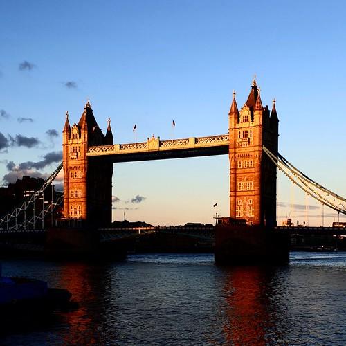Londra: tramonto sul Tower Bridge