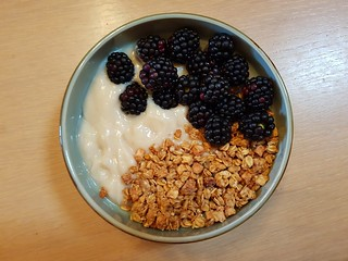Lammas sweets: Yoghurt, apple crumble granola, blackberries
