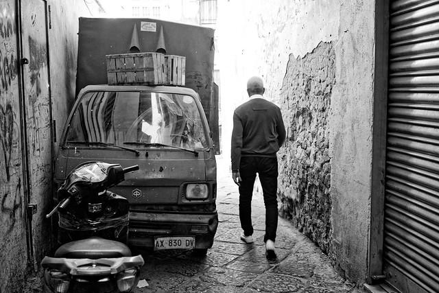 Rue Napolitaine… Se garer à l'italienne !