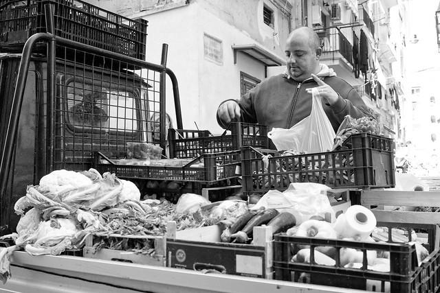 Vendeur de légume au triporteur