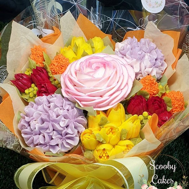Sweet Bouquet by Alison Outhwaite of Scooby Cakes