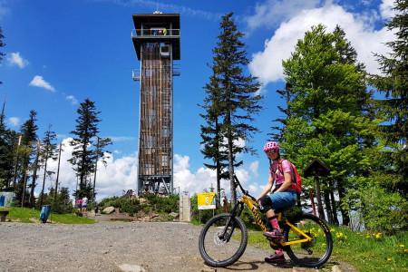 Letní tipy SNOW tour: Špičák na Šumavě – novinky v bikeparku a výlety za jezery