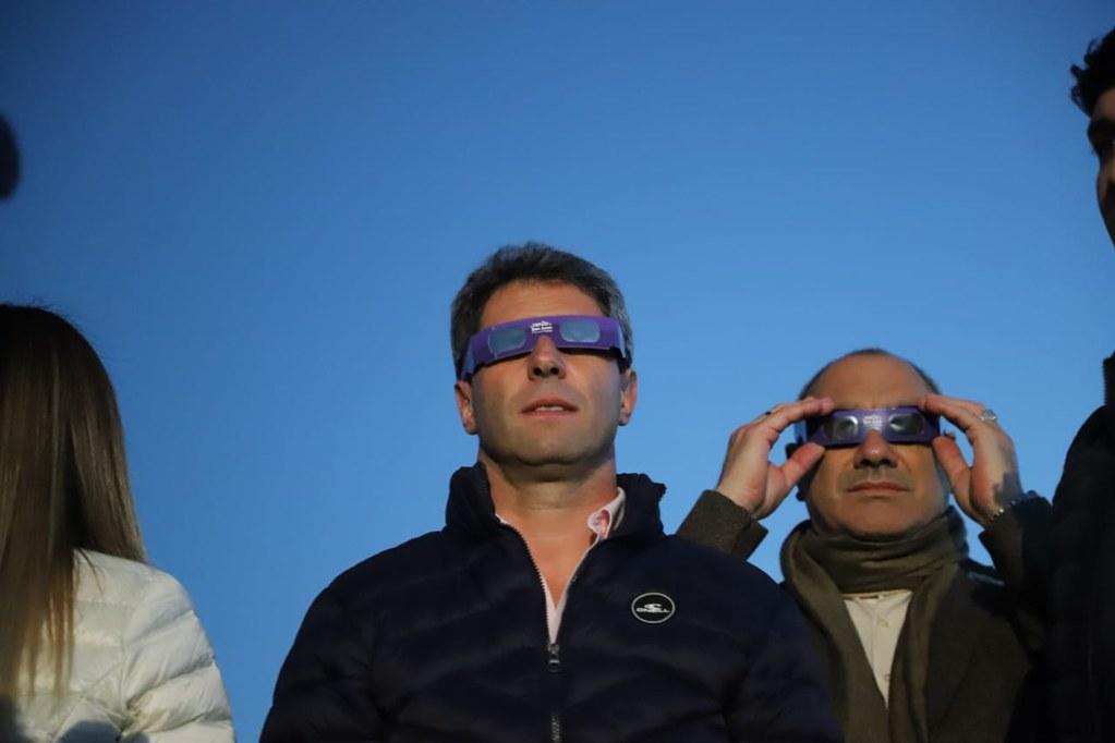 En Chimbas, unas 30 mil personas disfrutaron del histórico eclipse de sol (15)
