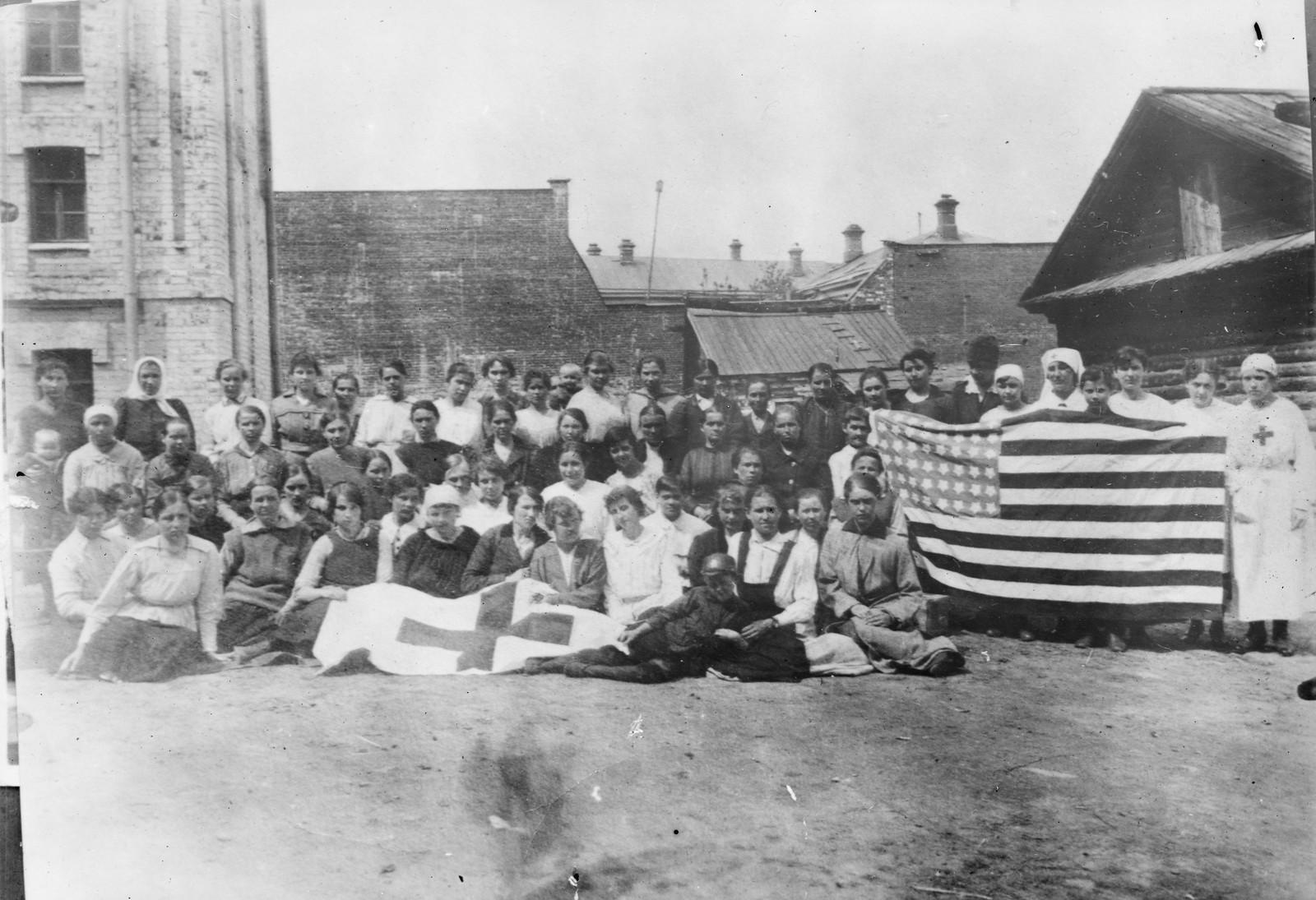 21. 1919. Тюмень. Работницы Швейной мастерской. Они проявили большой энтузиазм в изготовлении флагов США и Красного Креста