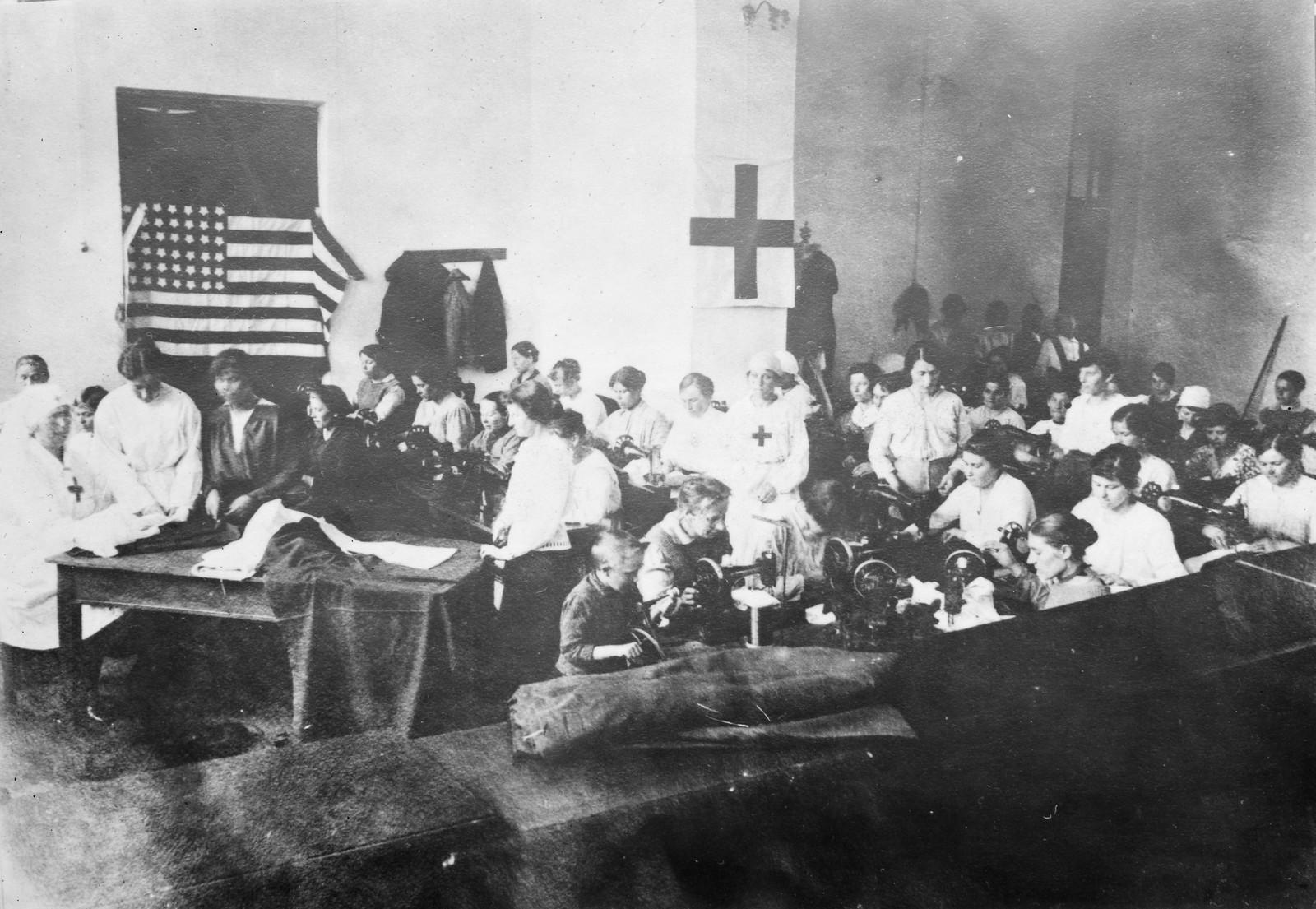 20. 1919. Тюмень. Швейная мастерская под управлением Американского Красного Креста