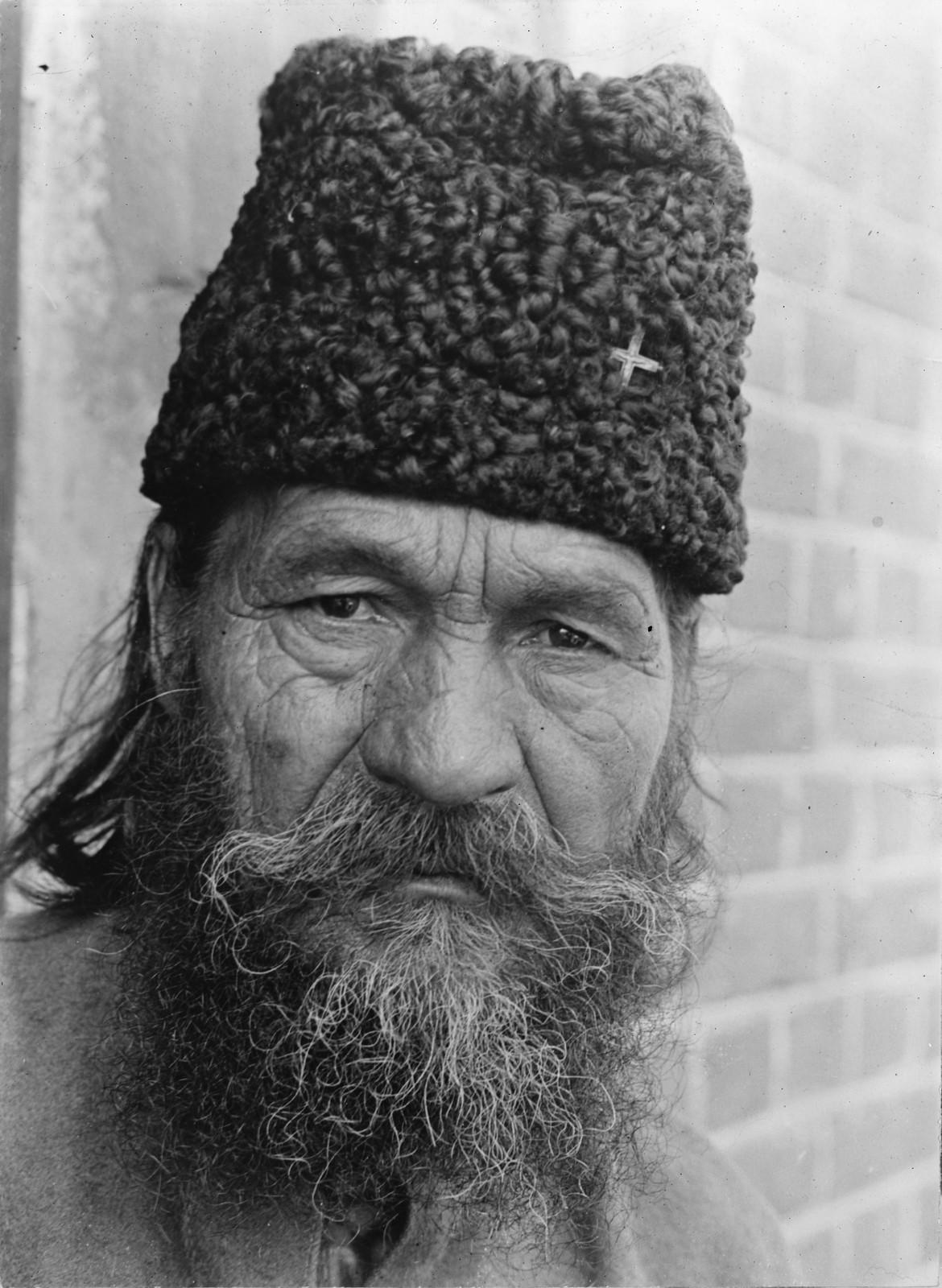 13. 1919. Владивосток. Сербский священник, беженец