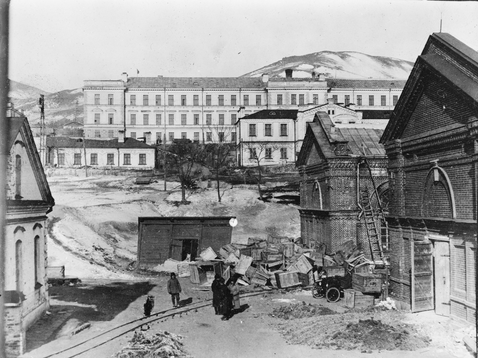 10. 1919. Владивосток. Больница для беженцев. Часть здания также используется в качестве жилого помещения для персонала Американского Красного Креста