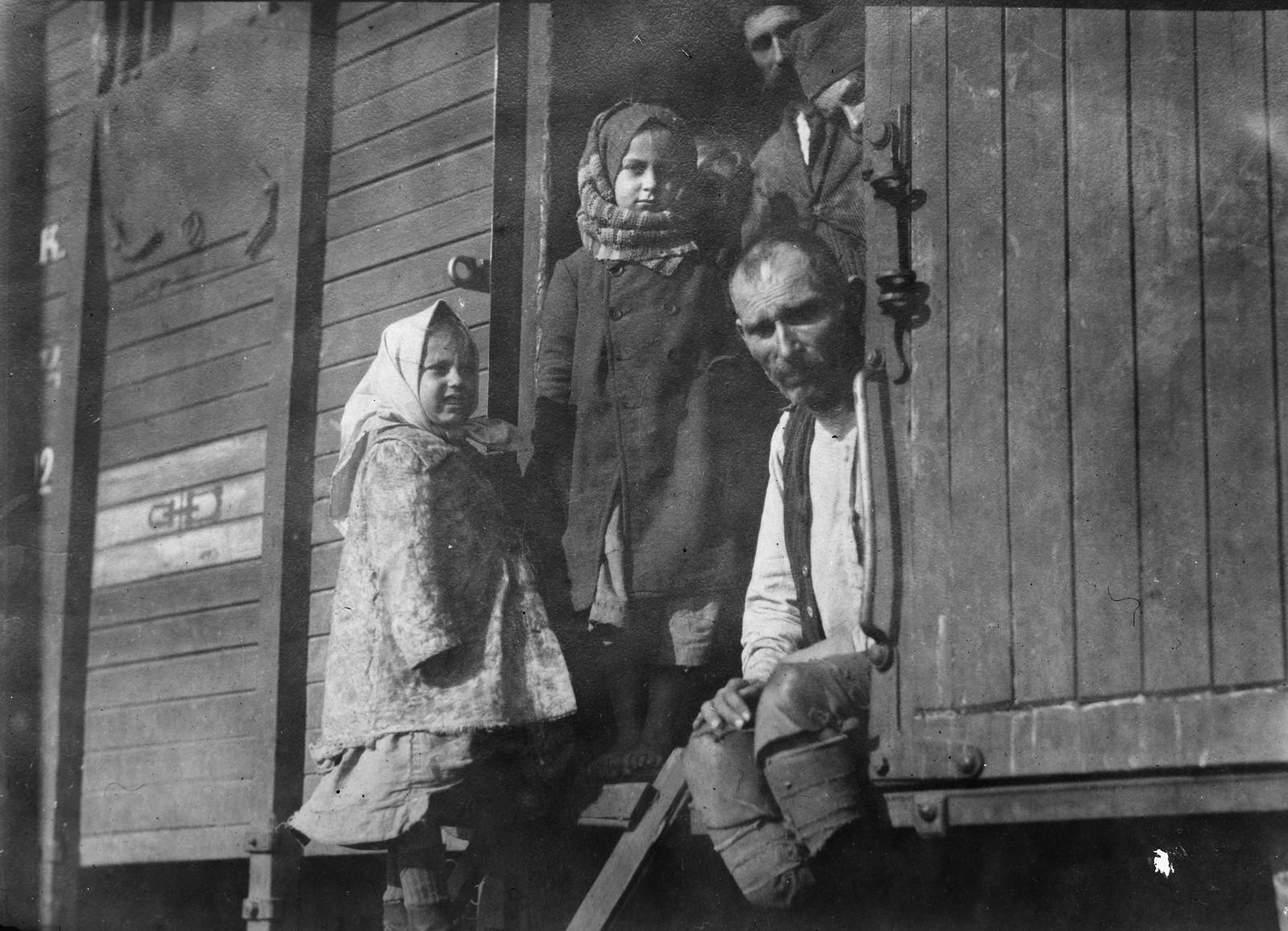 1919. Омск. Беженцы, которые не могут найти места для комфортного проживания