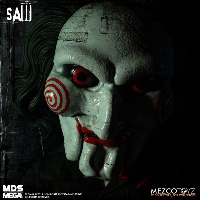 帶回家跟它好好玩遊戲吧! MEZCO M.D.S. Mega Scale 系列《奪魂鋸》比利 Billy 15吋說話玩偶