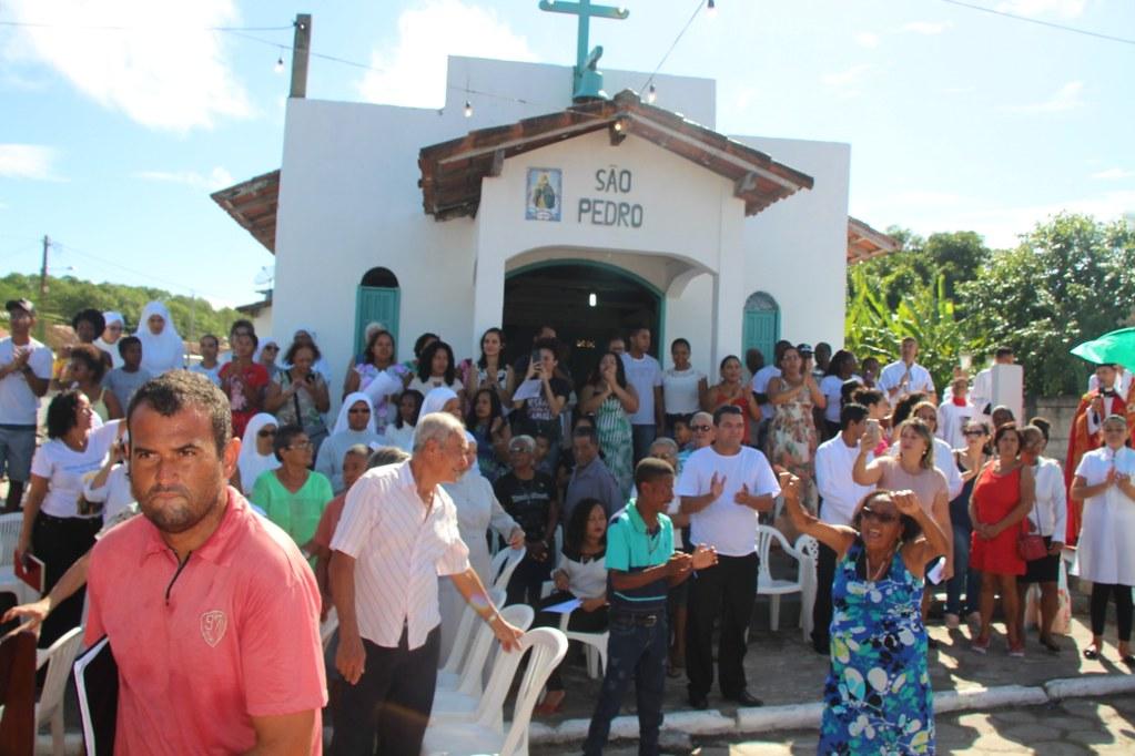 Missa na comunidade católica de São Pedro