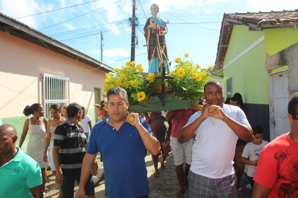 Léo Brito na procissão religiosa pelas ruas do bairro São Pedro