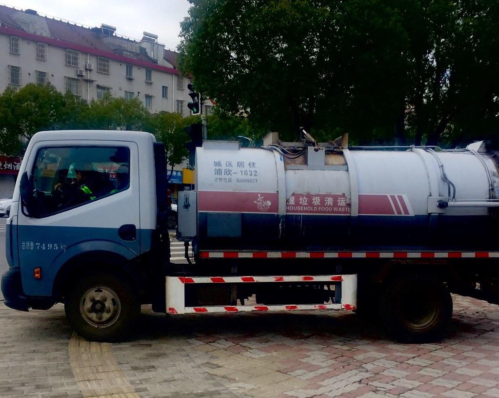 專門用於收集廚餘垃圾的車輛,7月1日前就已在上海投入運營多年。圖片來源:馬天傑