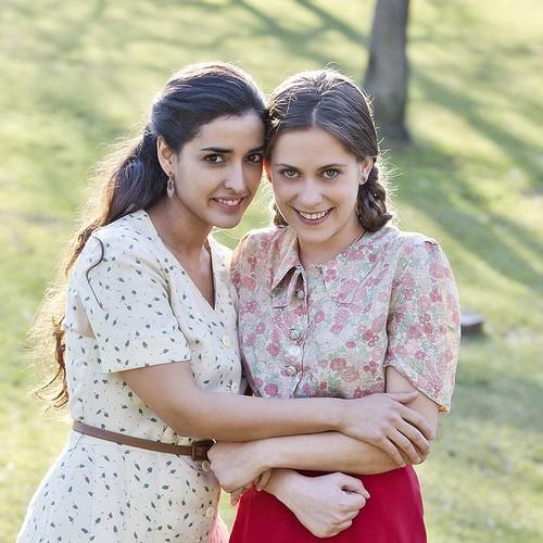 Inma Cuesta y María León como Hortensia y Pepita, en la Voz Dormida