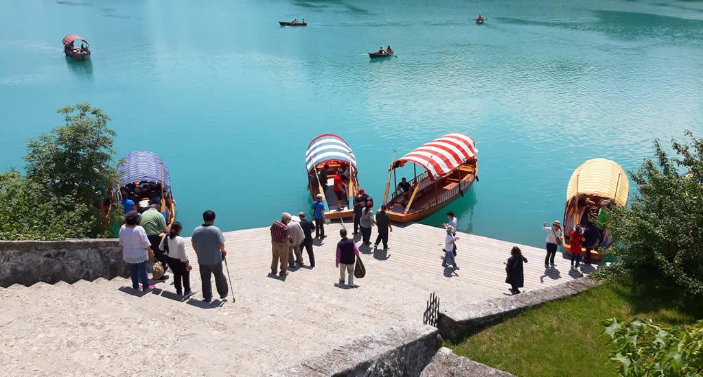Doen aan Lake Bled: bezoek Bled eiland in een pletna | Mooistestedentrips.nl