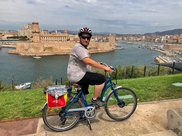 Sele en bicicleta eléctrica en Marsella