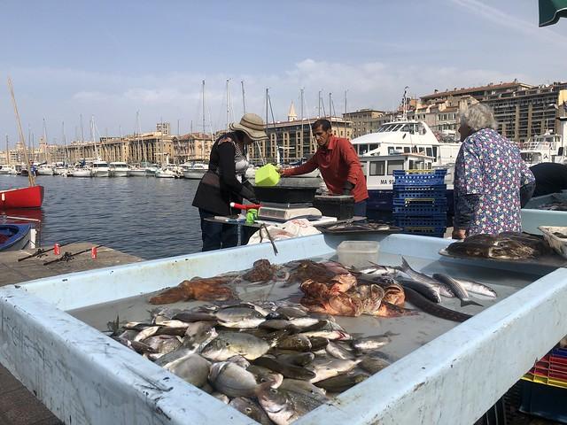 Mercado de pescado de Vieux Port en Marsella (Francia)
