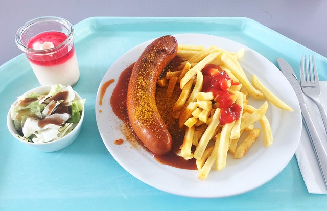 Curried bratwurst & french fries / Currywurst & Pommes Frites