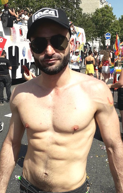 HELLA HOT MUSCLE HUNK! PARIS PRIDE 2019 ! ( safe photo  )