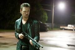Fotograma de Mátalos Suavemente, con Brad Pitt en el papel de Cogan
