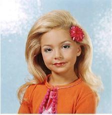 Una de las ganadoras de un concurso de belleza infantil