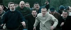 Los hooligans de Wets Ham de Green Street Hooligans se preparan para la pelea final frente a los del Millwall