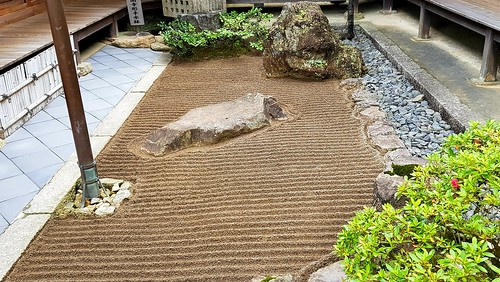 Geharkte Oberfläche im Ginkaku-ji-Tempel