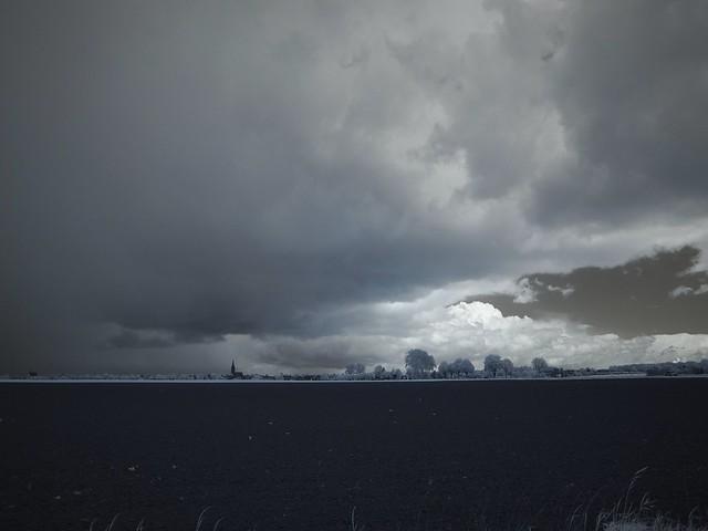 Dunkle Wolken über Titz - IR