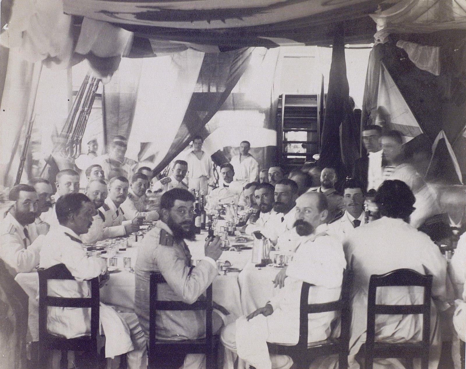 18. 1890. Обед офицеров на палубе фрегата «Память Азова».