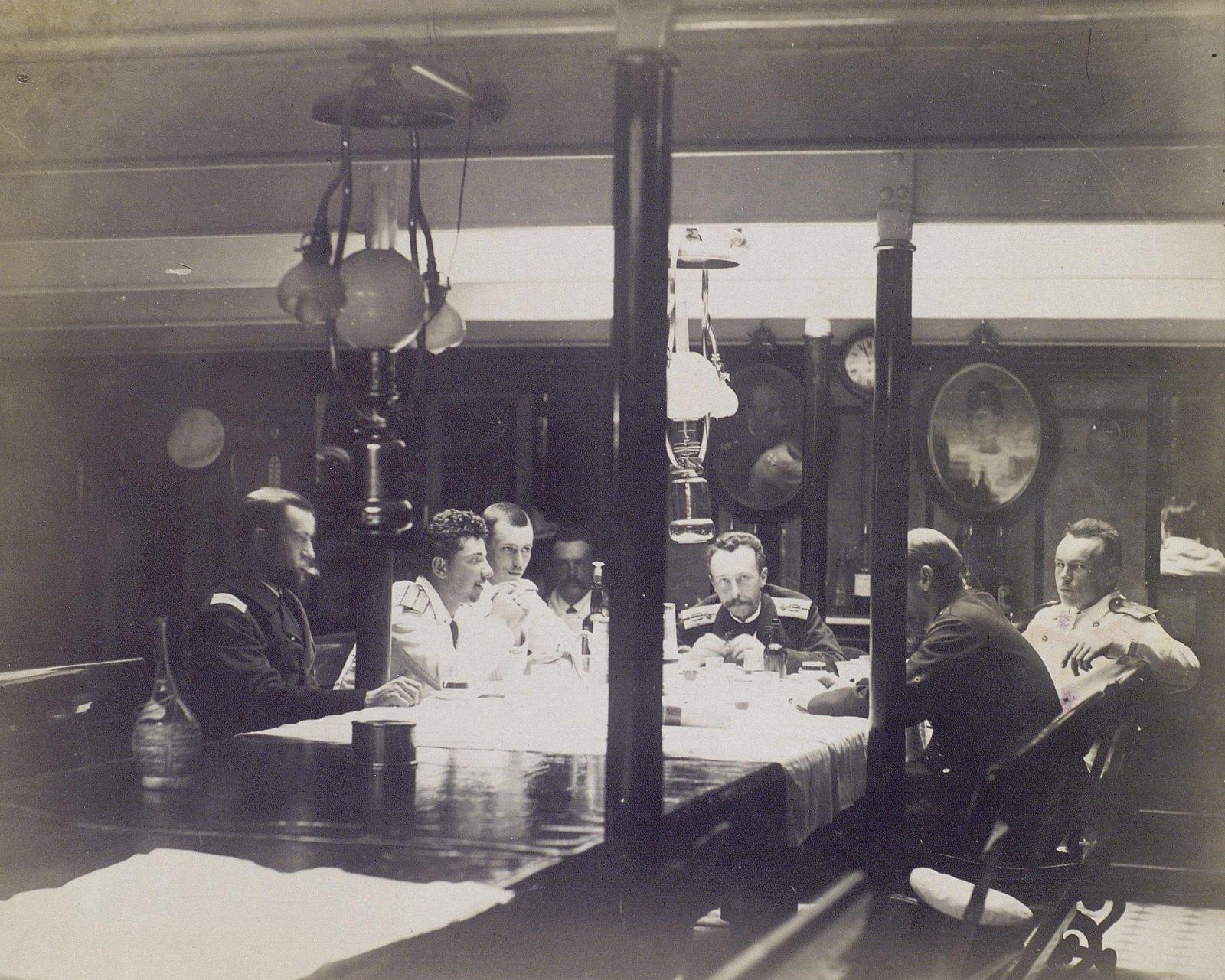 16. 1890. Офицеры в кают-компании фрегата «Память Азова»