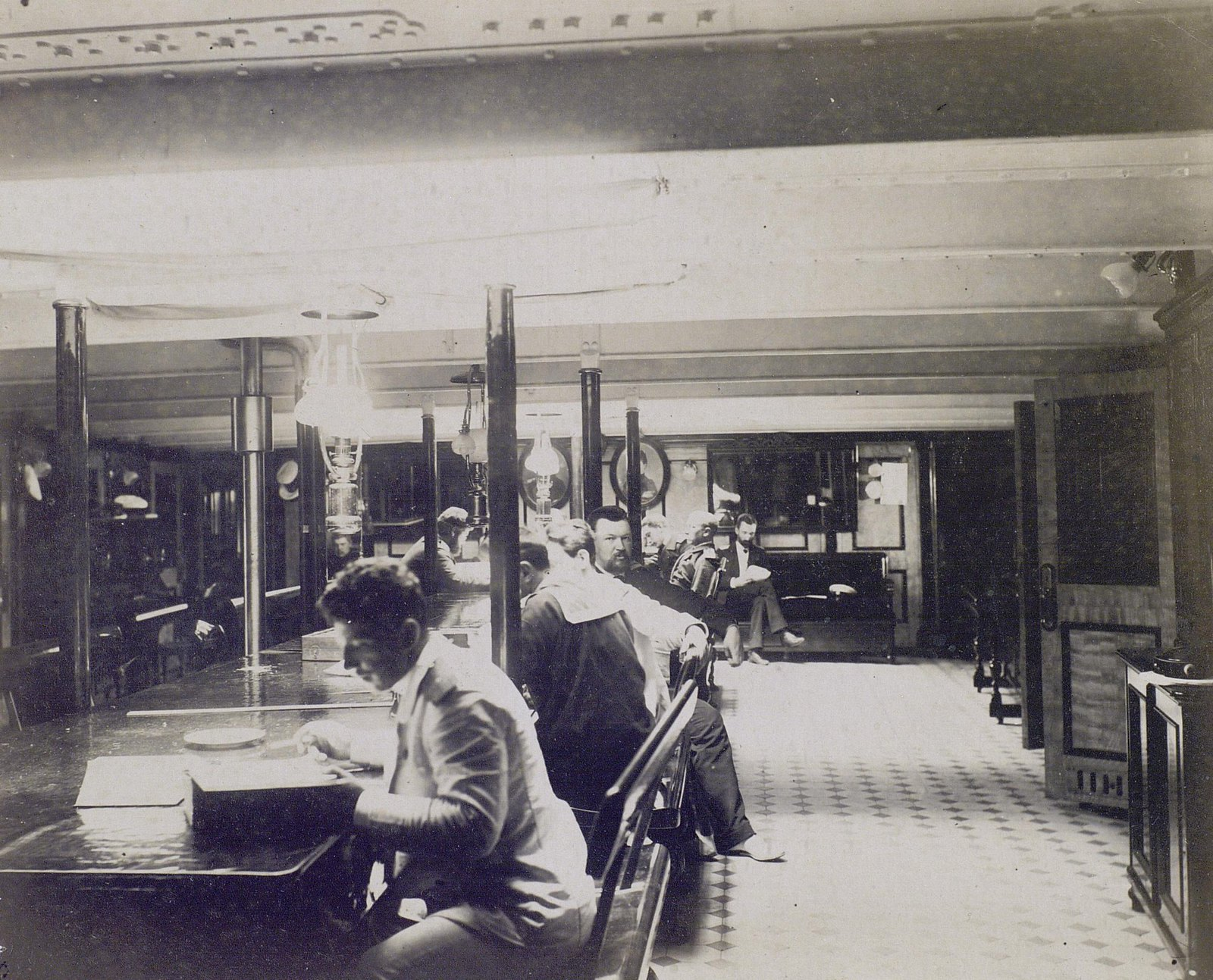 15. 1890. Офицеры в кают-компании фрегата «Память Азова».
