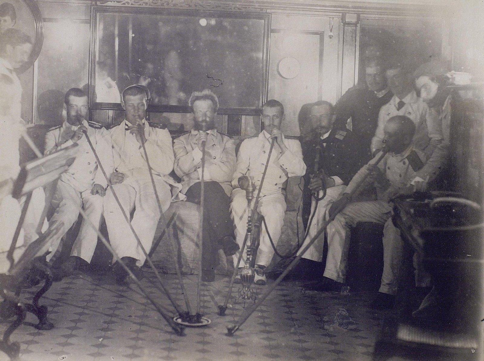21. 1890. Послеобеденный отдых высочайших особ на фрегате «Память Азова»