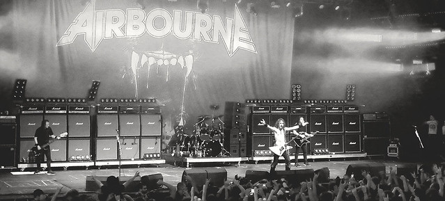 AIRBOURNE : Le mur du son  -  The sound barrier